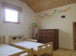 スウェーデンクロスがカワイイ子供部屋