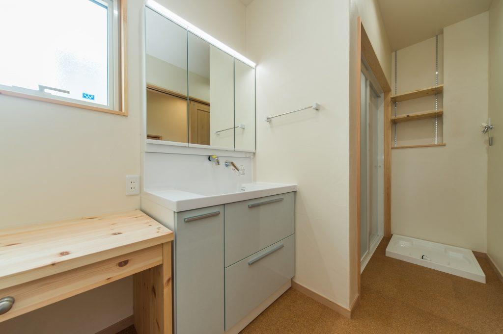 用途に応じて場所がうまくまとまっている洗面脱衣室