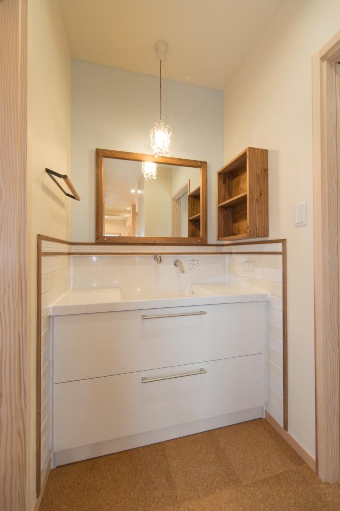 モザイクタイルがかわいいハイブリッド造作洗面化粧台