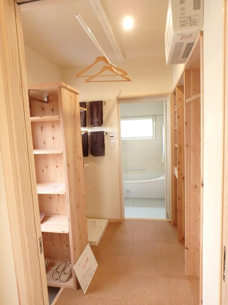 収納やホスクリーンが便利な脱衣室