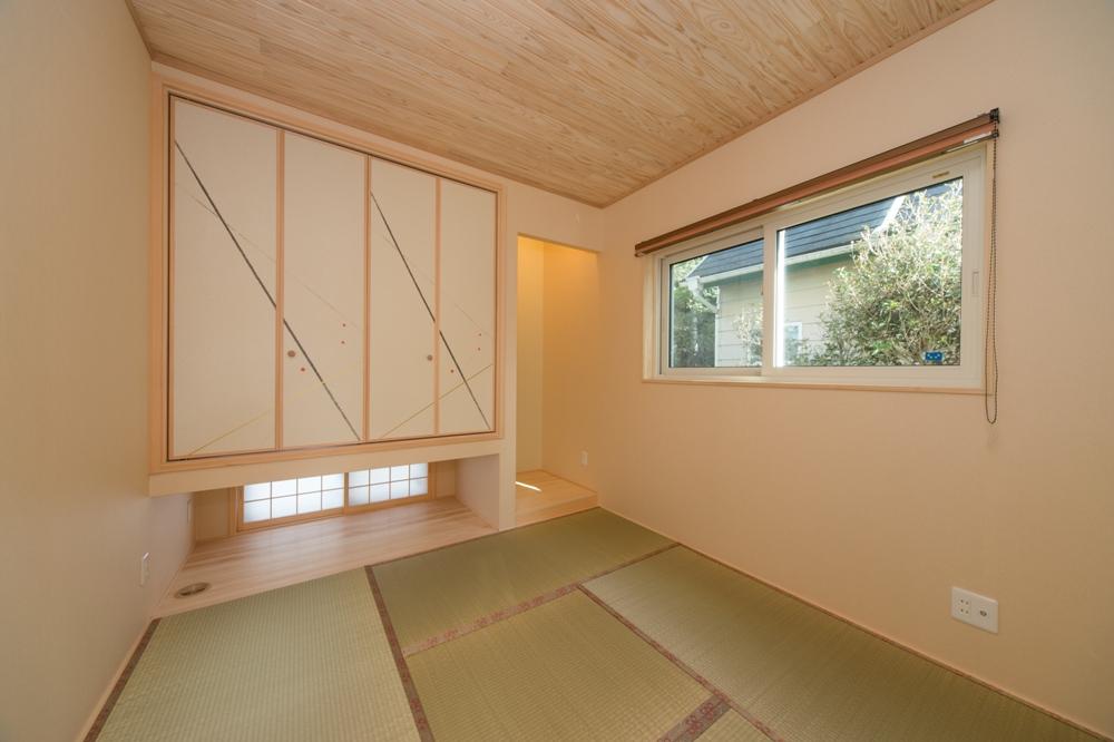 杉板貼の天井と白木がとても気持ちのいい和室