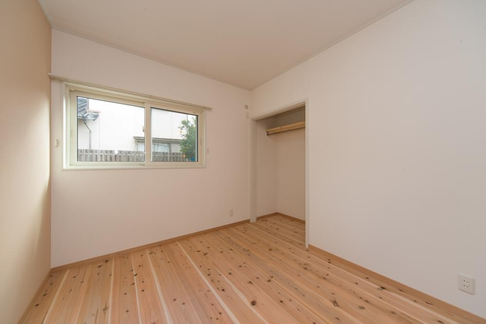 一面アクセント壁の寝室