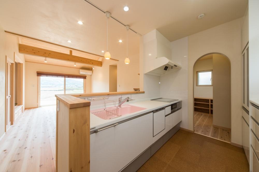 家事室を併設したキッチン