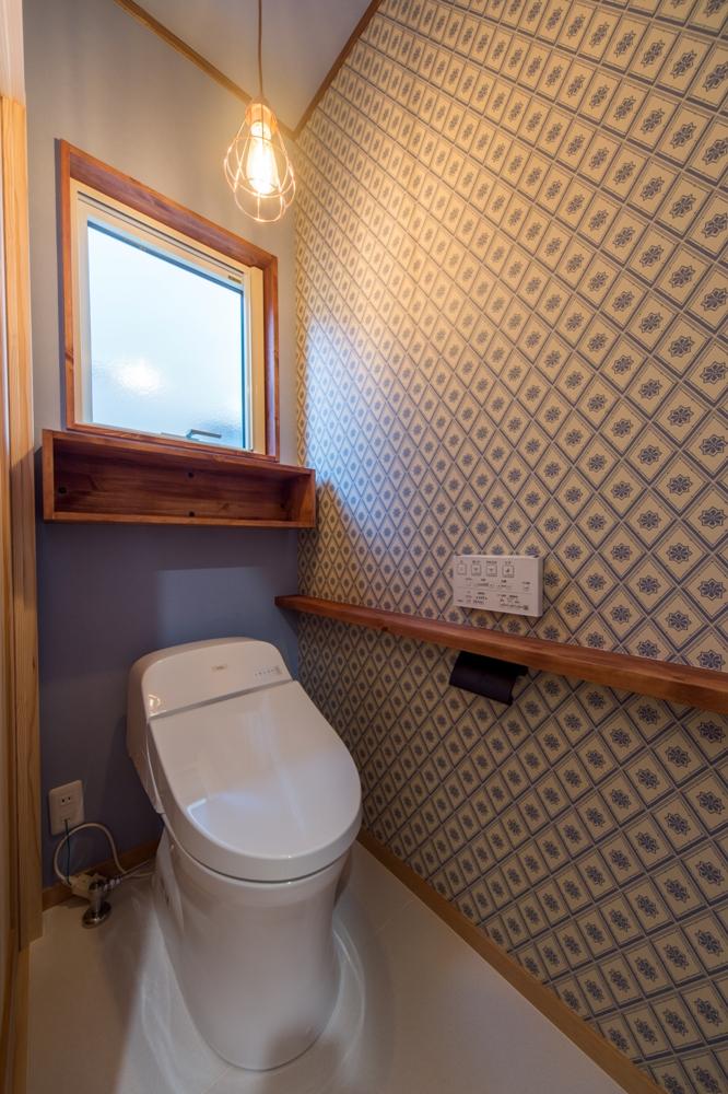 こだわりの輸入紙クロスがステキなトイレ