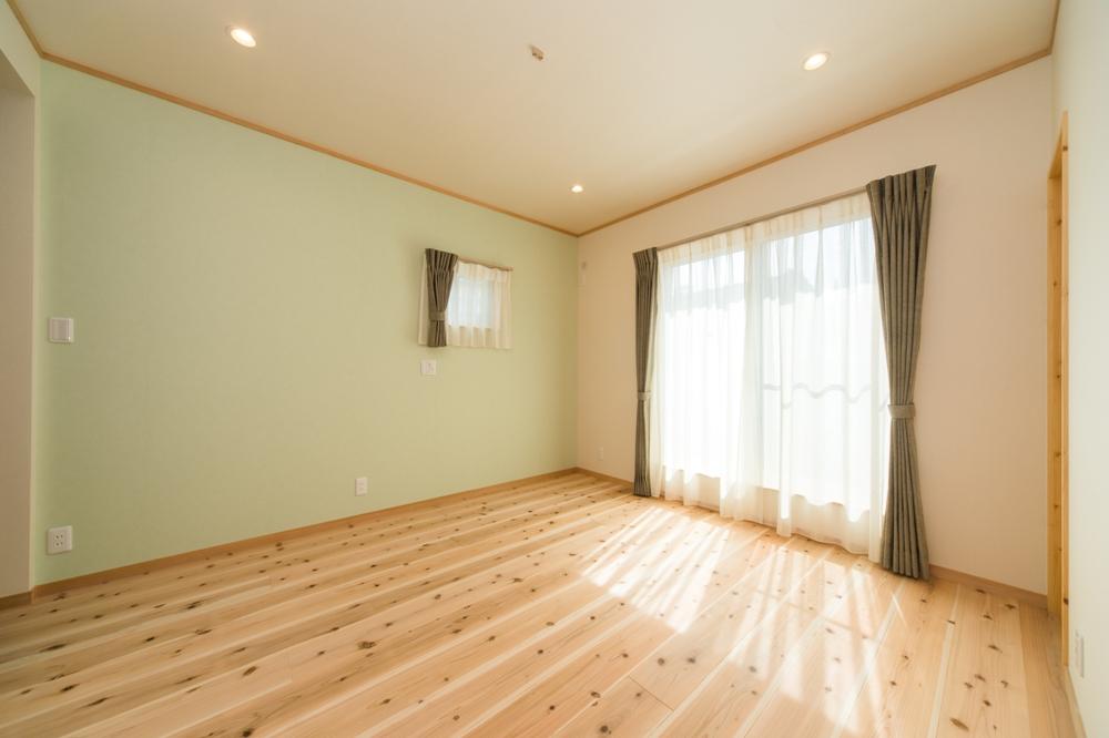 アクセント壁のある寝室