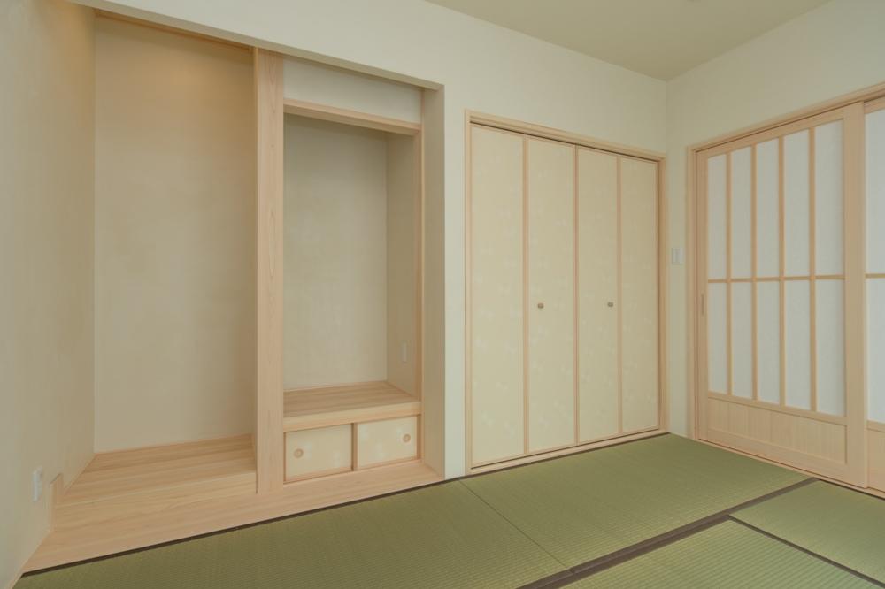 白木と畳の緑が美しい和室